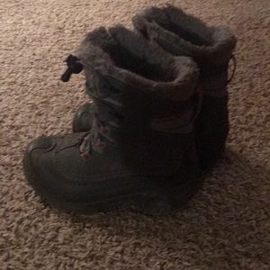 Girls size 1 Columbia boots